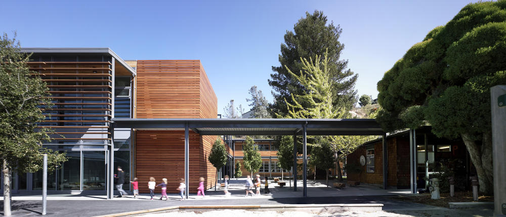 Marin Country Day School Learning Resource Center and Courtyard